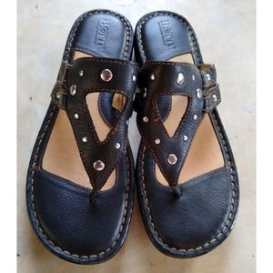Born woman's size 7 Black Leather Sandals NWOT